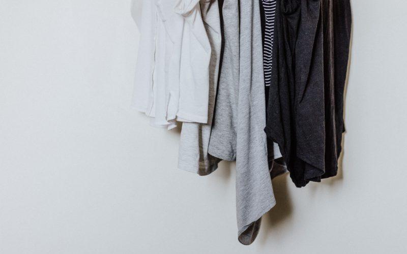 処分する洋服を考える